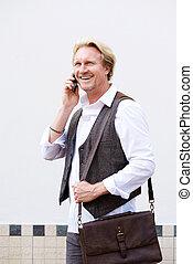 sorridente, uomo affari, comunicando telefono