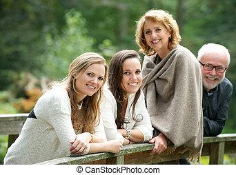 sorridere felice, famiglia, insieme, fuori