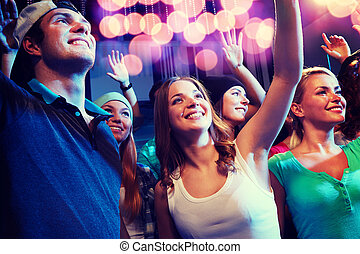 sorrindo, amigos, em, concerto, em, clube