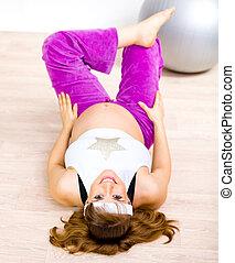 sorrindo, bonito, grávida, femininas, fazendo, condicão física, exercícios