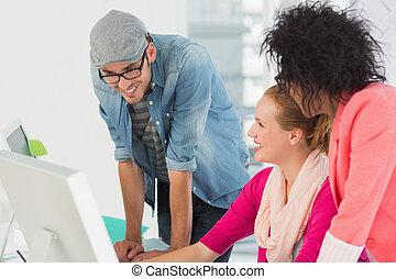 sorrindo, computador, trabalhando escritório, artistas
