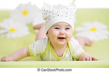 sorrindo, cute, bebê, mentindo, ligado, verde