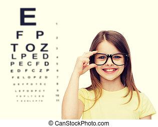 sorrindo, cute, menininha, em, pretas, óculos