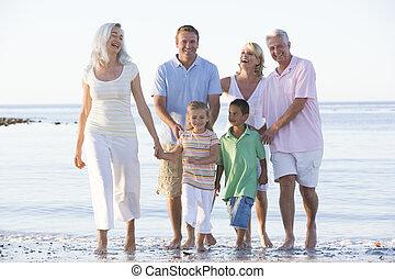 sorrindo, estendido, praia, família