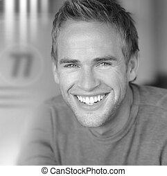 sorrindo, homem jovem