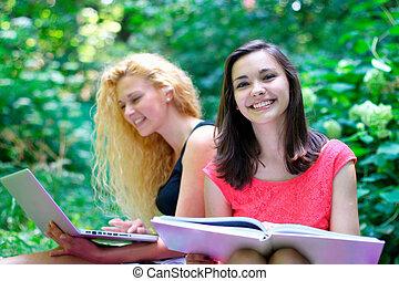 sorrindo, jovem, femininas, estudantes, em, th