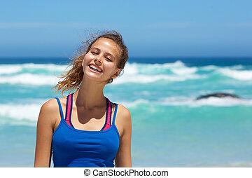 sorrindo, jovem, sporty, mulher, por, a, litoral