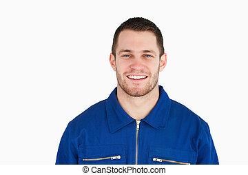 sorrindo, jovem, trabalhador azul colarinho