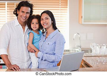 sorrindo, junto, família, cozinha