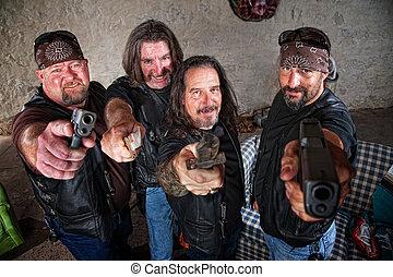 sorrindo, membros grupo, com, armas