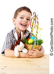 sorrindo, menino, com, ovos páscoa, e, coelhinho