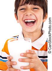 sorrindo, menino jovem, prendendo um vidro, de, leite