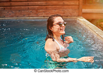 sorrindo, morena, piscina, mulher