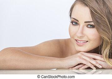 sorrindo, mulher bonita, descansar, mãos