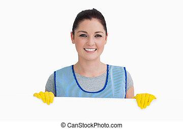 sorrindo, mulher da limpeza, mostrando, um, branca, painel
