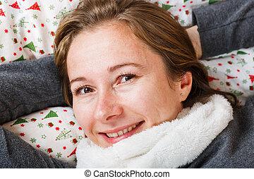 sorrindo, mulher jovem
