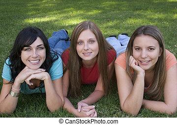 sorrindo, mulheres