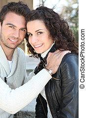 sorrindo, par, jovem, ao ar livre