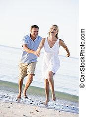 sorrindo, praia, par, tocando