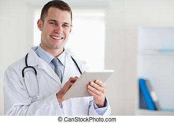 sorrindo, seu, tabuleta, doutor