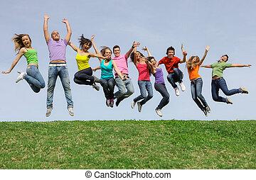 sorrir feliz, diverso, raça misturada, grupo, pular