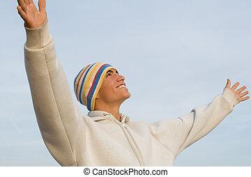 sorrir feliz, hispânico, homem jovem, braços levantaram, em, fé