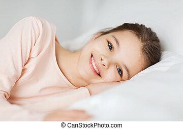 sorrir feliz, menina, mentindo, acordado, cama, casa