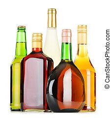 sortido, garrafas, bebidas alcoólicas, isolado, branca
