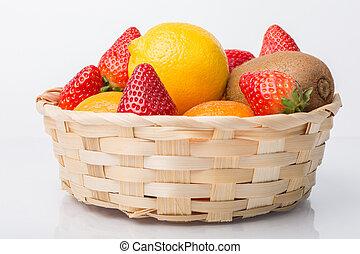 sortido, vime, isolado, frutas, cesta, branca