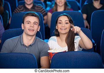 soude, couple, regarder, heureux, pop-corn, jeune, cinéma, film, cinema., manger boire, quoique