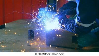 soudure, métal, ingénieur, robotique, 4k, entrepôt