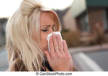 soufflant nez, elle