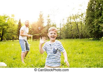 souffler, père, fils, park., hipster, dehors, bulles