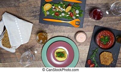 soup., arugula, salade, gaspacho, fish, écraser