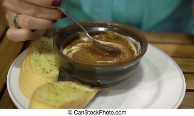 soupe, femme mange, jeune