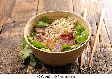 soupe, nouilles riz, boeuf