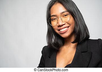sourire, élégant, portrait, femme, asiatique, jeune, lunettes, noir, blazer, séduisant