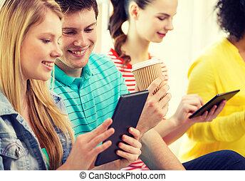 sourire, étudiants, à, pc tablette, à, école