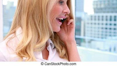 sourire, appareil photo, femme affaires