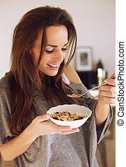 sourire, apprécier, petit déjeuner, elle, femme