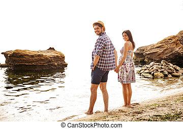 sourire, beau, mains tenue couple, plage