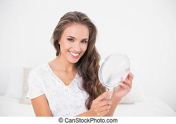 sourire, brunette, séduisant, tenue, miroir