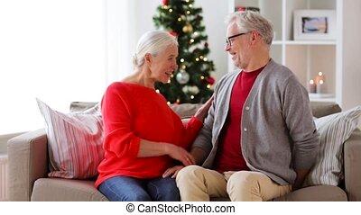 sourire, cadeau, couple, personne agee, noël, heureux