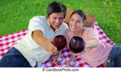 sourire, couple, boire, vin rouge
