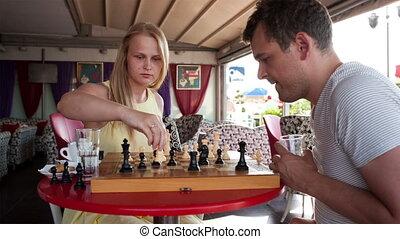 sourire, couple, jouant jeu, échecs