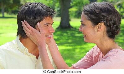 sourire, couple, séance, pelouse