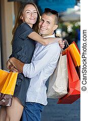 sourire, couple, séduisant, sacs provisions, ville