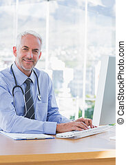 sourire, docteur, dactylographie, sur, sien, informatique