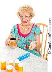 sourire, femme aînée, prend, médecine
