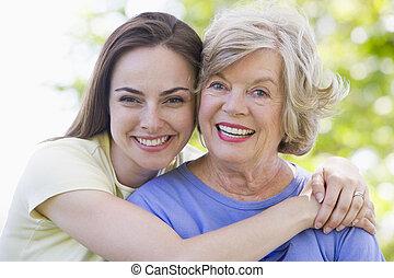 sourire, femmes, deux, dehors